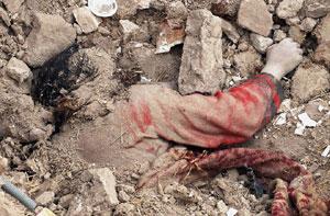 iran_quake_victim1.jpg